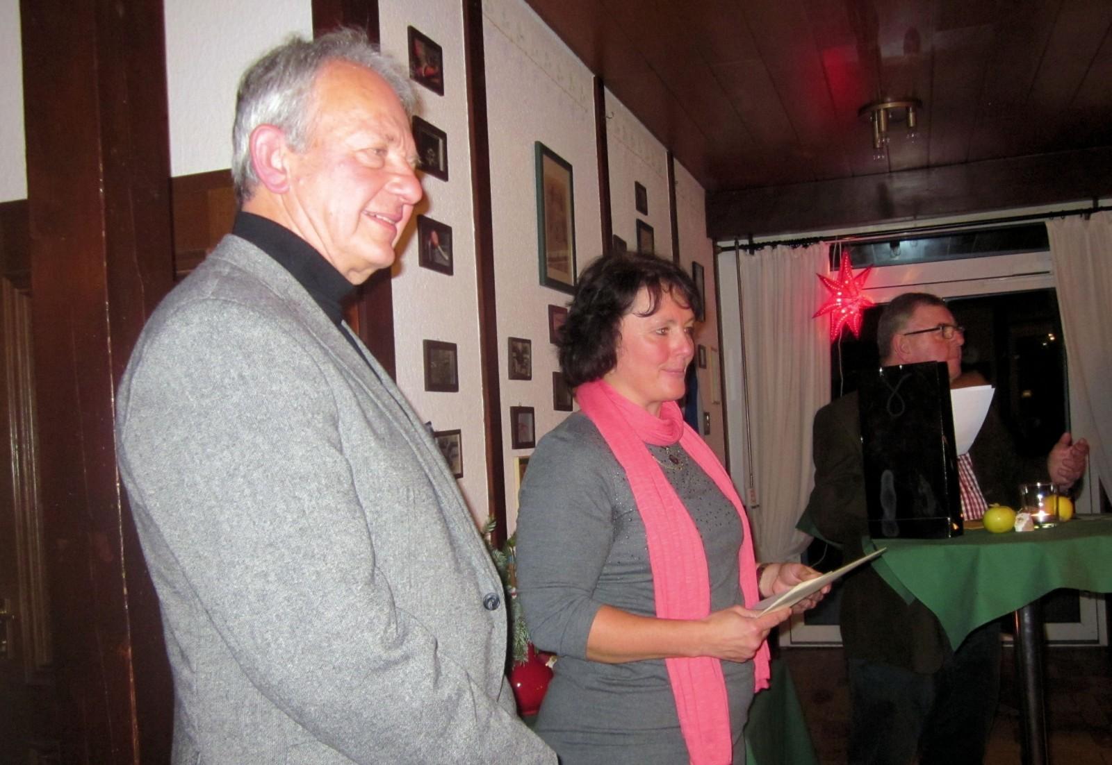 Ehrung für Marc Jurczyk, Übergabe an seine Mutter, für die vielen Erfolge 2013, RSG Weihnachtsfeier 2013