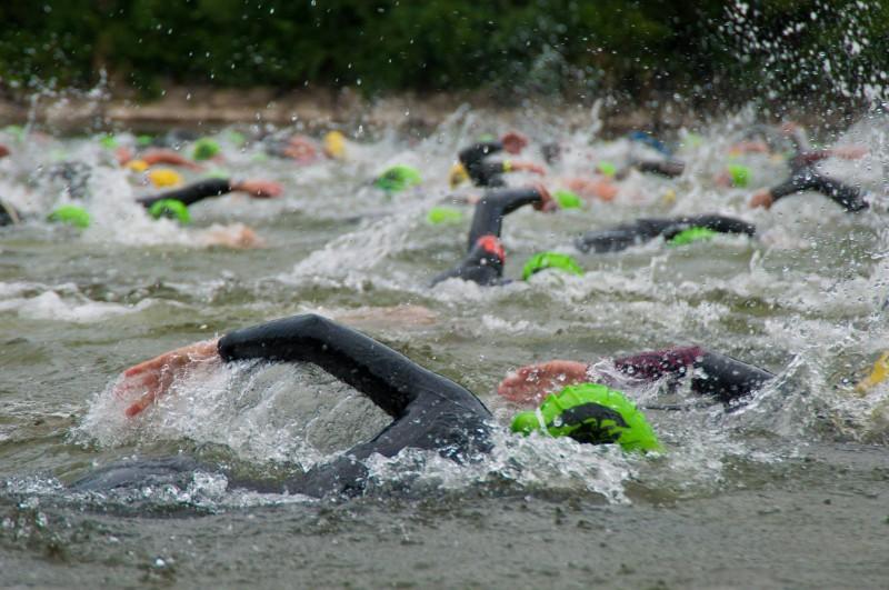 Die Schwimmer beim Einstein Triathlon