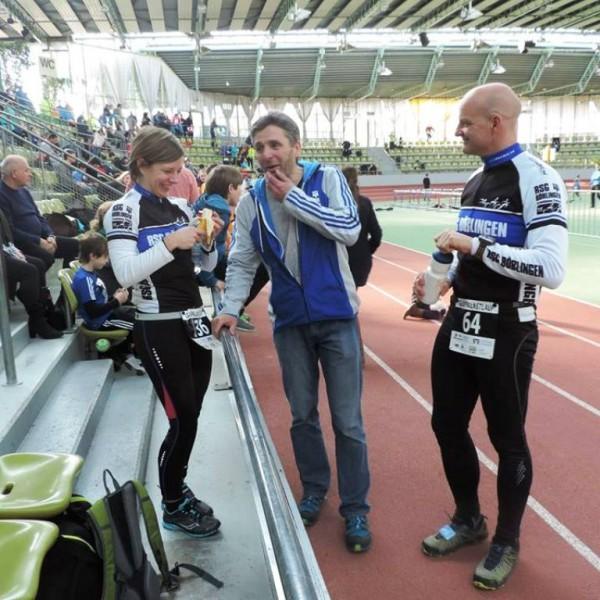 Triathlon-Abteilungsleiter Klaus Scheele (Bildmitte) war im Wettkampforganisationsteam tätig.