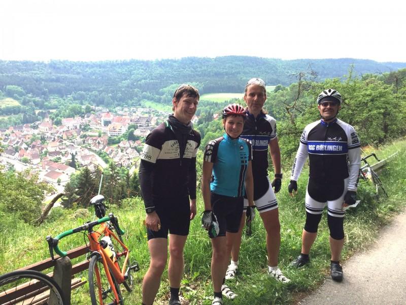 Ausblick auf Wildberg: Fabian, Carina, Martin und Herbert