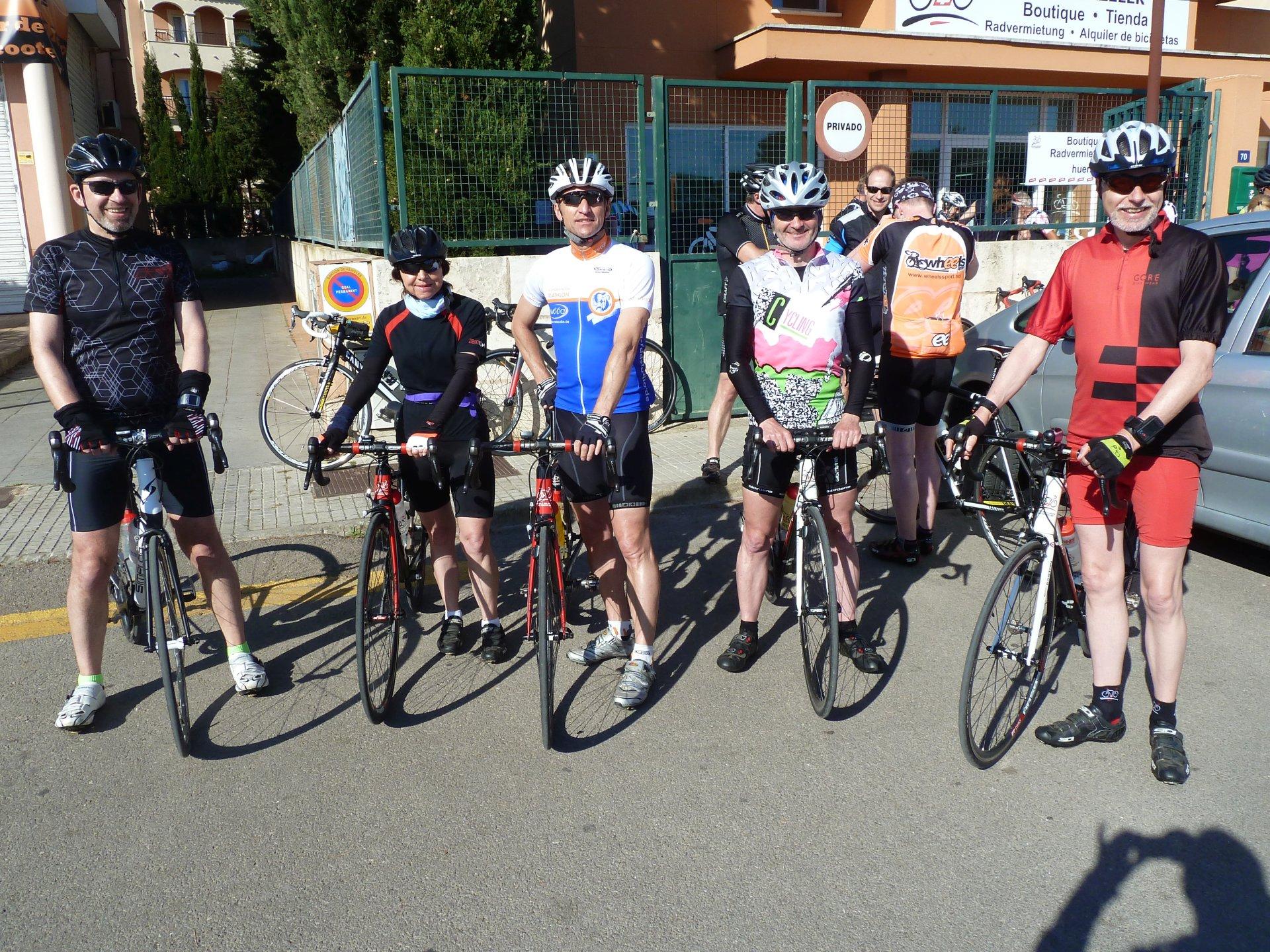 Tour-Start; von links: Wolfgang, Brigitte, Jürgen, Ralf, Hartmut