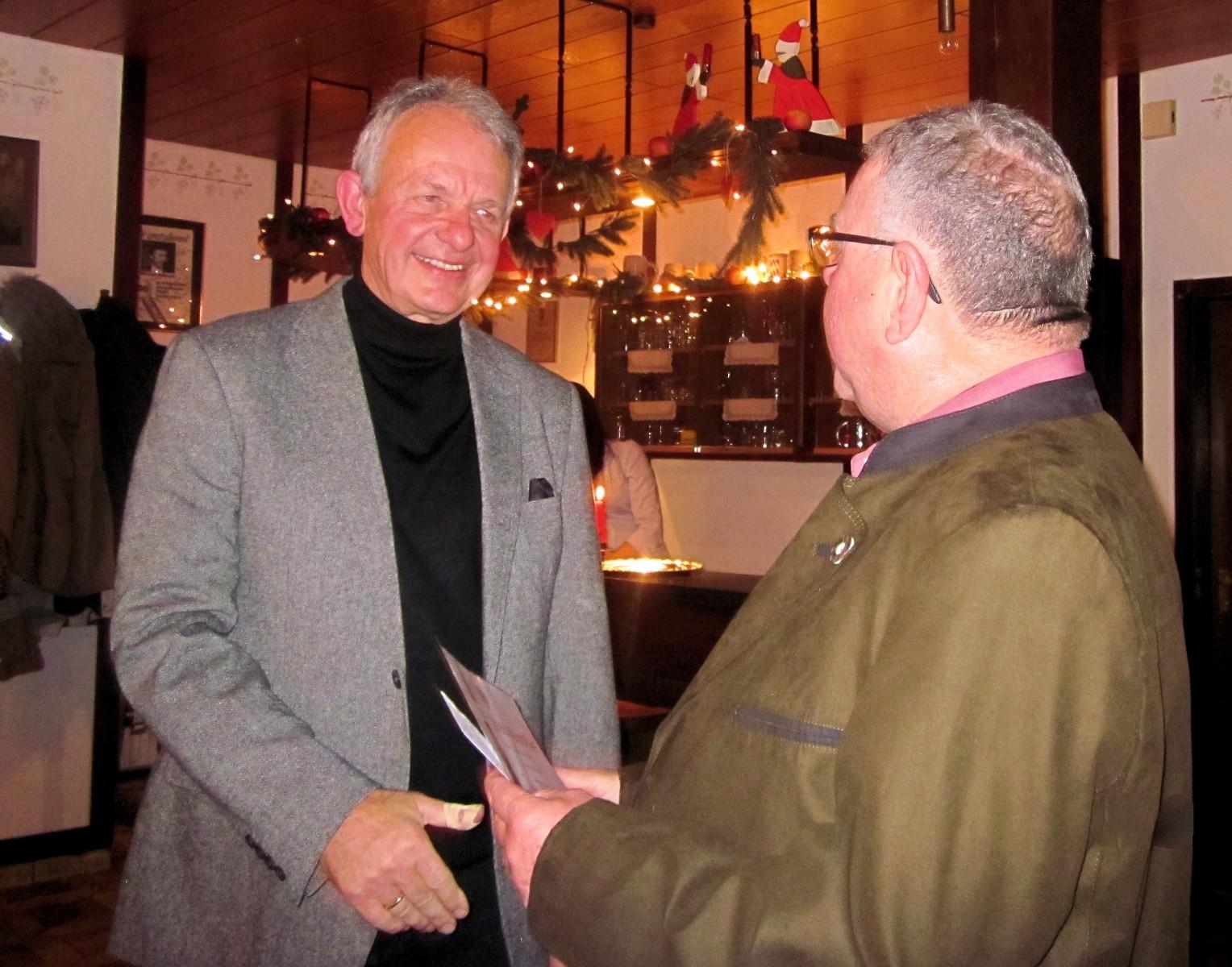 Ehrung Hans Lutz durch Ulrich Faust, 50 Jahre Mitglied des BDR, RSG Weihnachtsfeier 2013