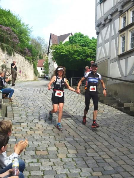 Vera und Manfred finishen gemeinsam.