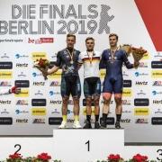 Marc Jurczyk, Maximilian Dörnbach (beide Team Erdgas.2012) und Stefan Bötticher (Chemnitzer PSV) stehen auf dem Podest für den Sprint-Wettbewerb der Männer. Foto: Frank Hammerschmidt